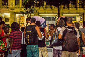 Distribuição de comida na rua