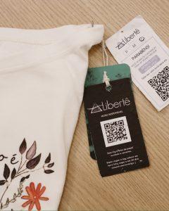 Marca de moda sustentável utiliza tag de papel semente